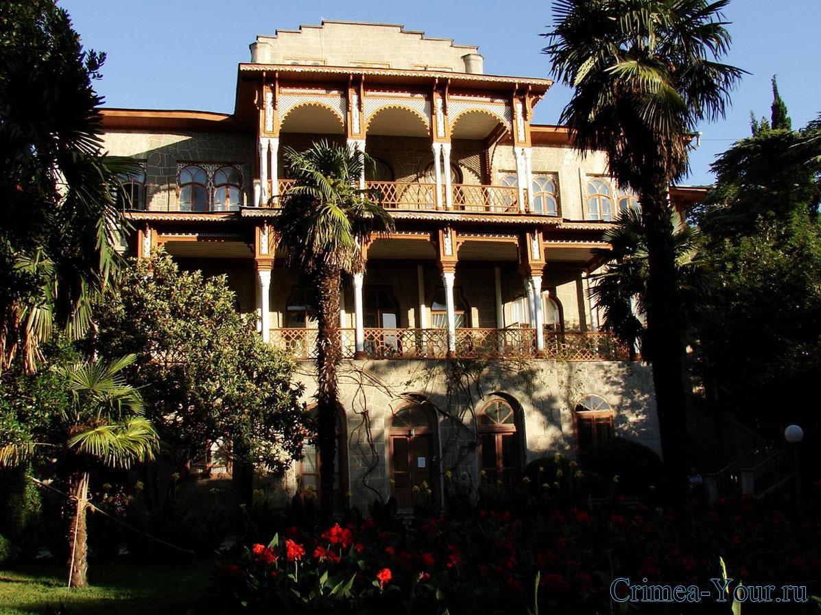 Алушта. Дворец Карасан