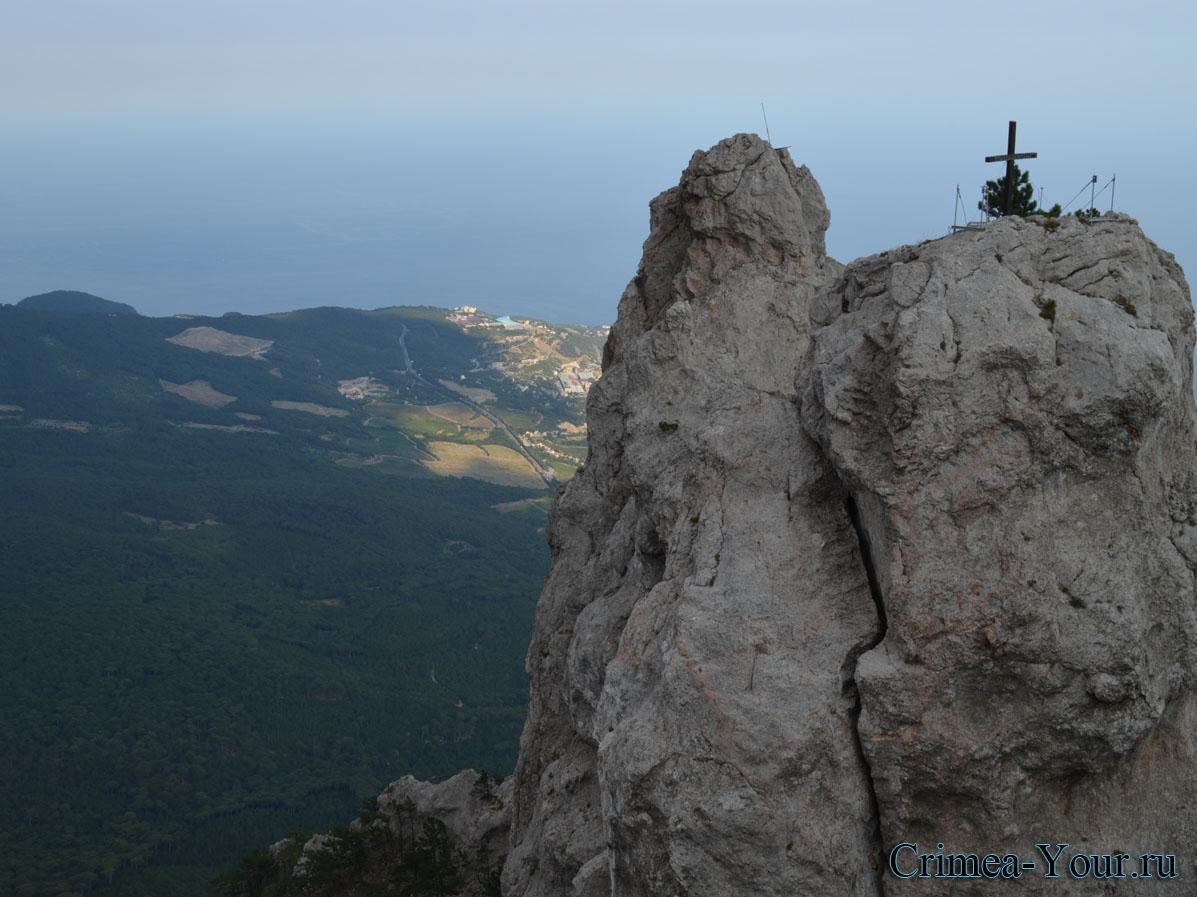 Гаспра. Вид на крест с горы Ай-Петри