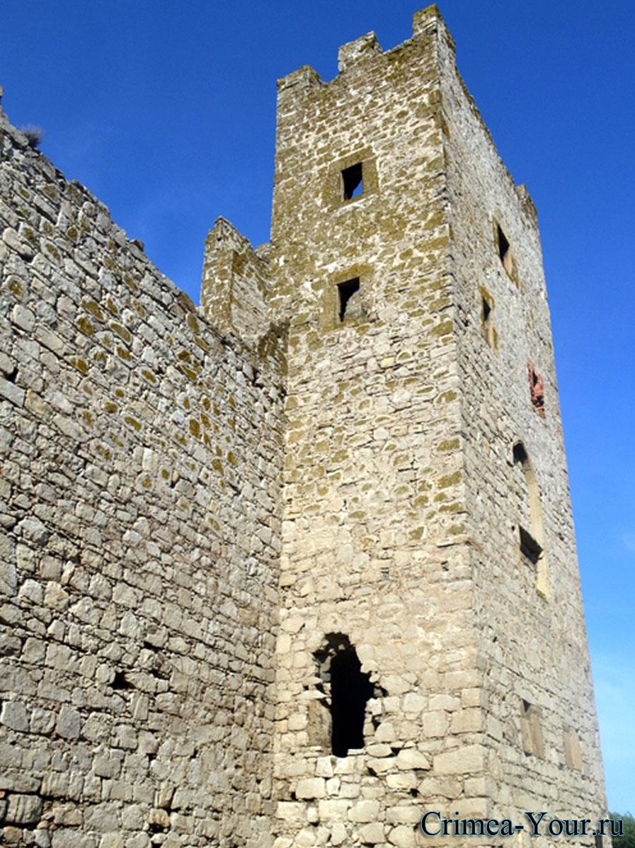 Феодосия. Башня средневековой Генуэзской цитадели – башня св. Константина