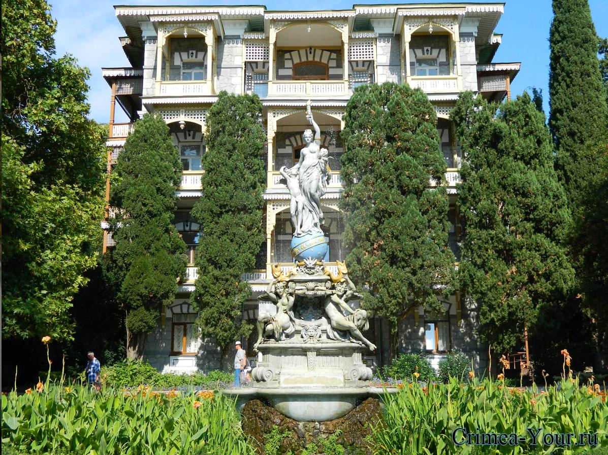 Гурзуф. Санаторий Гурзуф и фонтан богиня ночи