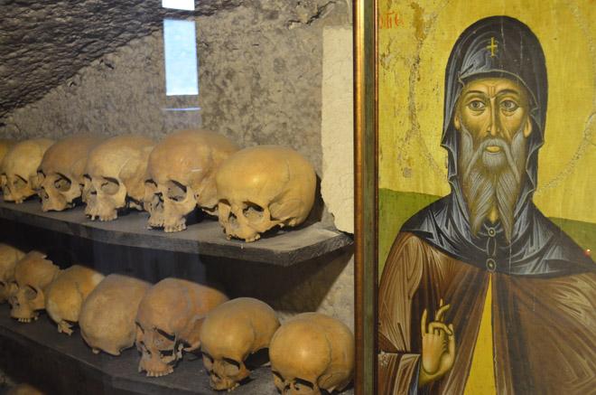 Внутри пещерного монастыря