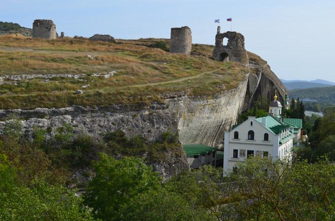Вид на крепость Каламита и монастырь Инкерман