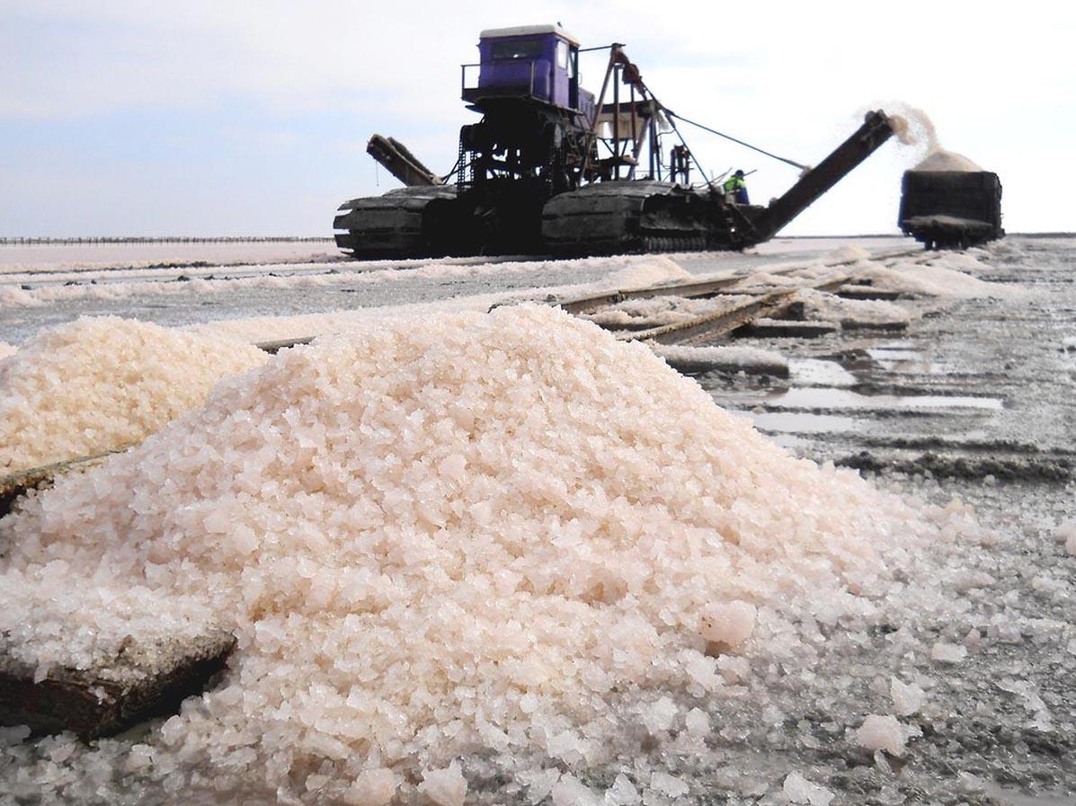 Сакское озеро. Добыча соли