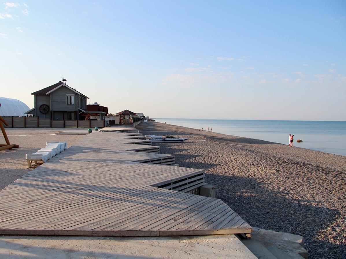 Пляж на море в Саки